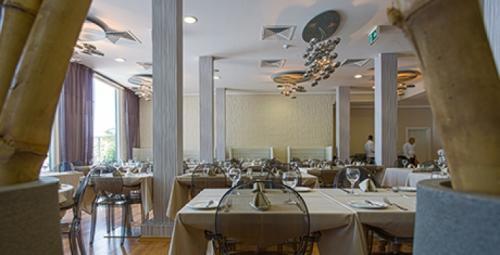 le west restaurant millenium hotel