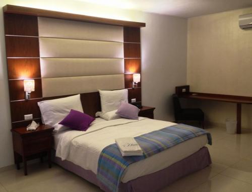 the hub hotel freetown room